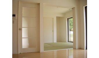 和室は4.5畳以上で仕切りは引き戸がオススメ