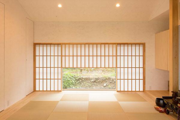 地窓のメリット4選|和室だけでなく玄関や廊下にも