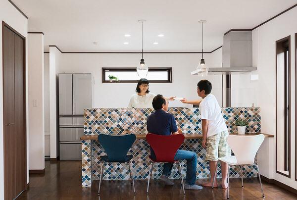ダイニングテーブルなしの生活|カウンターやリビングテーブルで代用できる?